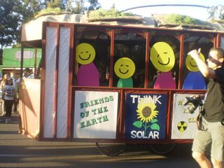 Super happy bus